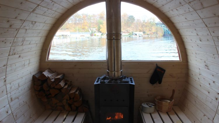 Ausblick aus der Sauna mitten auf die Havel