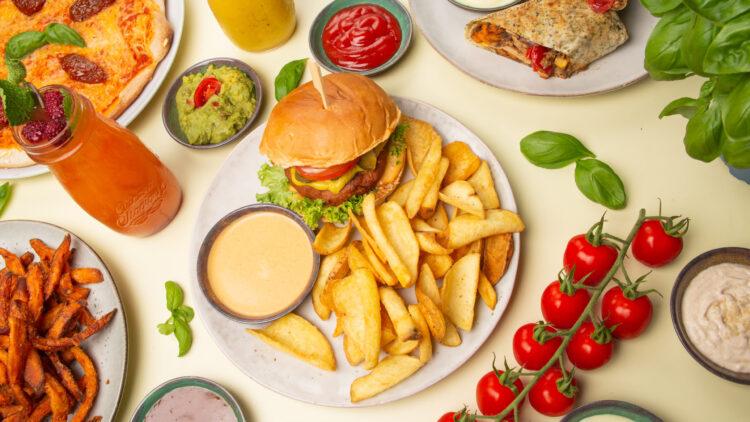 Veganes Essen muss nicht immer gleich mega gesund sein: Hier gibt es echtes Comfort-Food.