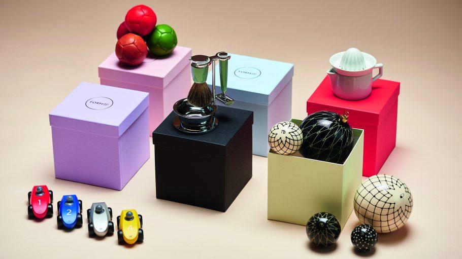 Präsentboxen von Formost mit Bällen, Weihnachtskugeln und Rasierer