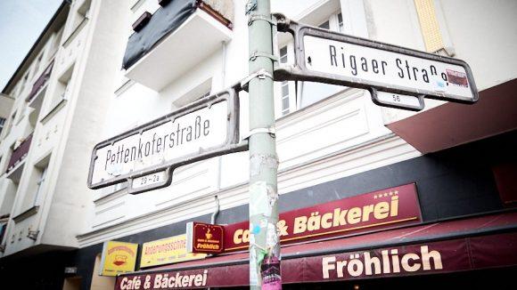 Auch wenn Friedrichshain nicht sein Wohnort ist, Arnel kommt immer wieder, wegen den Kumpels und den coolen Lokalen.