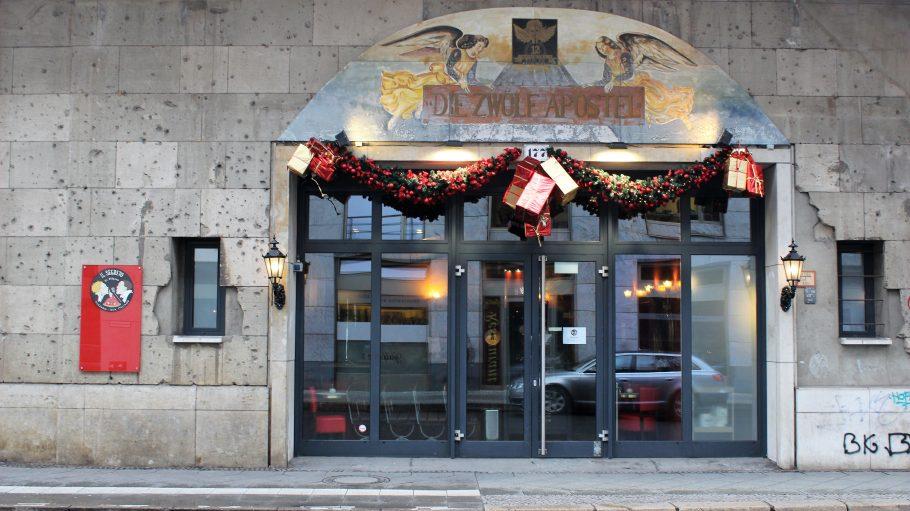 Fassade Il Segreto Restaurant mit Bemalung vom Vorgänger 12 Apostel