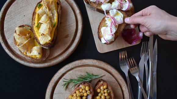 Jede Woche gibt es eine vegane und eine vegetarische Option bei den Bruschetta im Sotto.