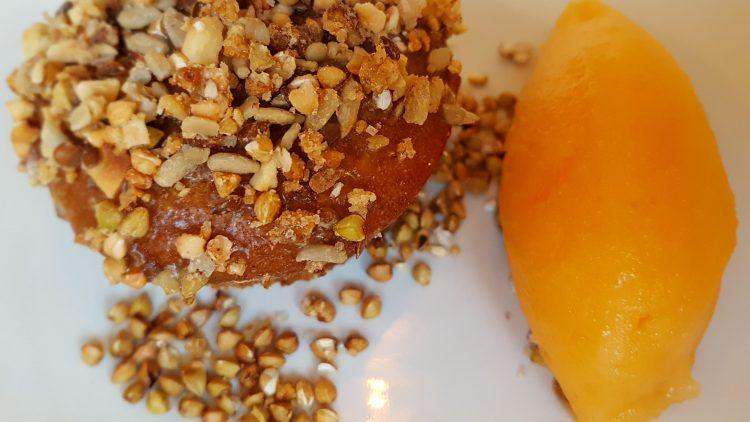 Muffin mit Nüssen und Mandarinensorbet