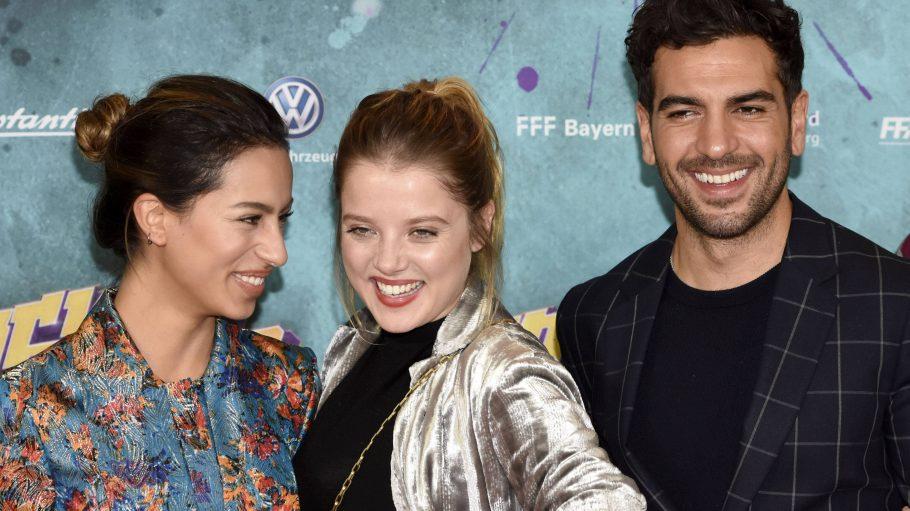 Gizem Emre neben Jella Haase und Elyas M'Barek bei einer Filmpremiere