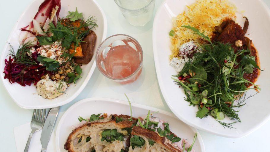 """Salat, Sandwich und Signature Stew im """"Rocket + Basil"""" machen satt, aber nicht träge."""