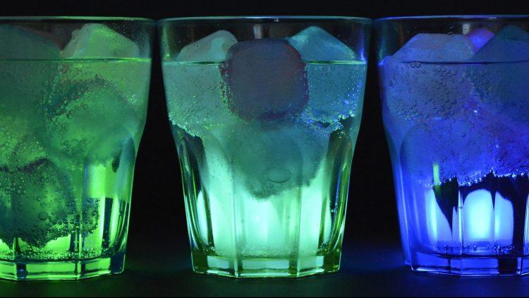 Bild von leuchtenden Gläsern