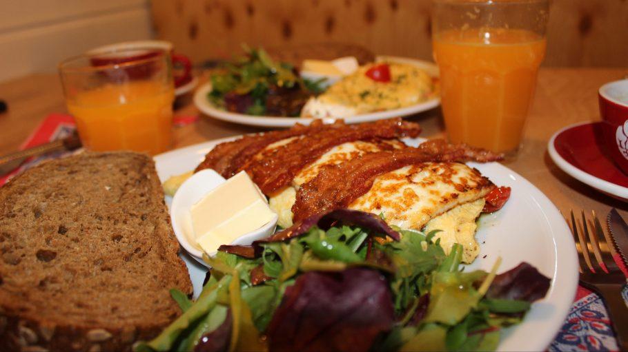 Im Omelegg gibt es alles was die Herzen von Eier- und Frühstücksfans höher schlagen lässt.