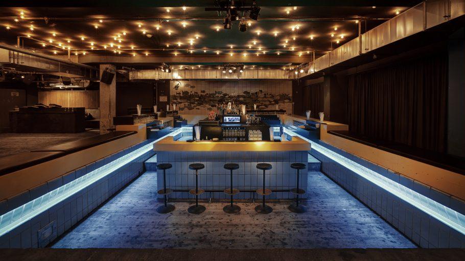 Bar als Schwimmbecken im Club Prince Charles