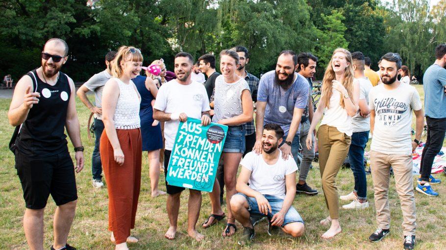 junge Berliner beim Nachbarschaftstreff von Start with a Friend