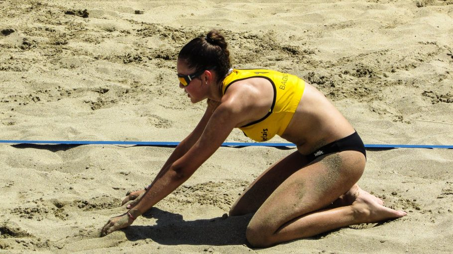 beach-volley-1545491_1920