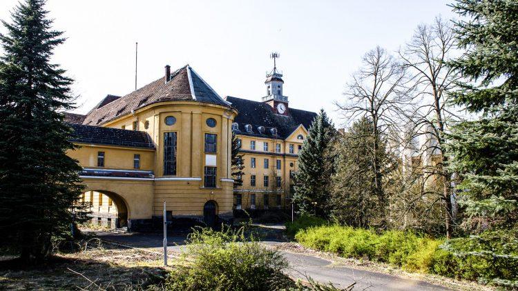 Das Eingangstor des Militärgelände Wünsdorf.