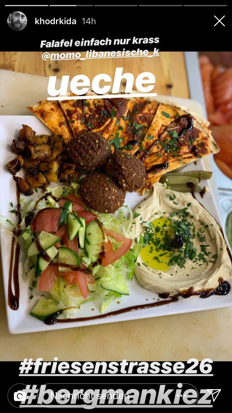 Ein Falafel Gericht mit Humus
