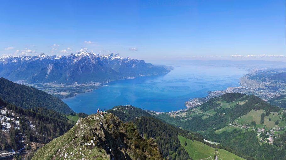 Berge und See Léman: Dent de Jaman in der Schweiz