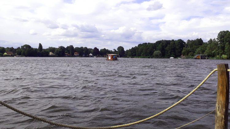 Floß auf dem Krüpelsee in Brandenburg