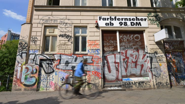 Graffiti Skalitzer Road Kreuzberg Berlin Germany Graffiti Kreuzberg Berlin Germany