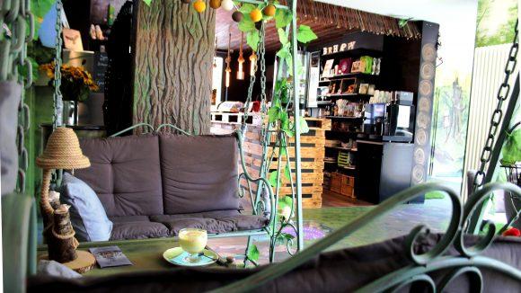 Hollywoodschaukel im Be Happy Café in Köpenick