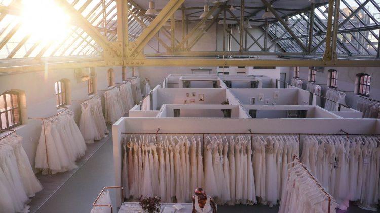 Brautmodegeschäft Vanity Bridal, Sonnenlicht fällt durch das Glasdach