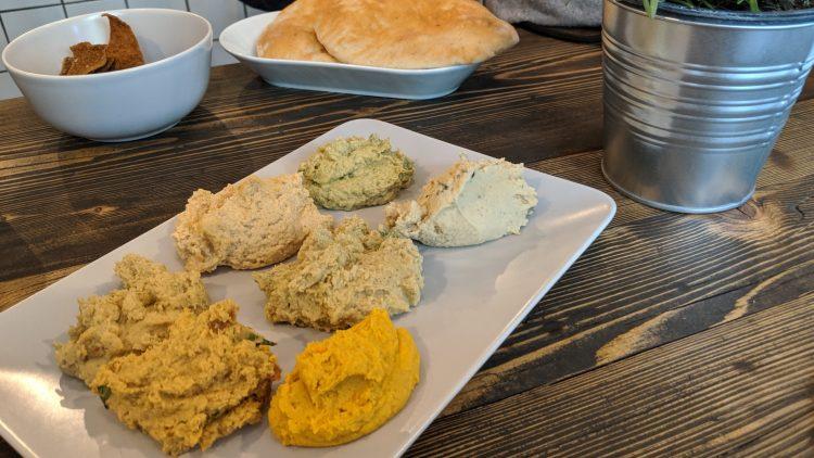 Hummus in allen Farben und Formen