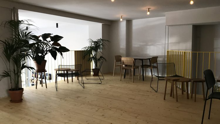 Das Interieur im zweiten Stock des Cafés.