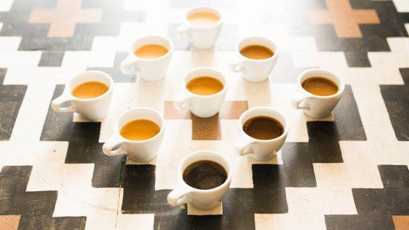 Espresso auf Tisch
