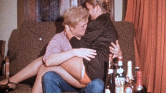 DDR-Video Filmausschnitt knutschendes Paar auf Party