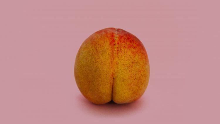 Pfirsich auf rosa Grund