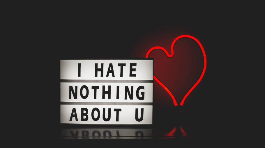 Schild: I hate nothing about u