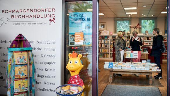 Eine echte Kiezbuchhandlung, in der Elisabeth Herrmann gelegentlich mit Inhaberin Sabine Kahl einen Kaffee trinkt.