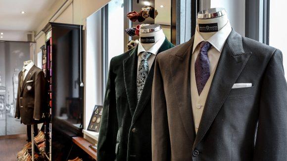 Traditionelles englisches Schneiderhandwerk trifft auf unverkennbare italienische Eleganz.