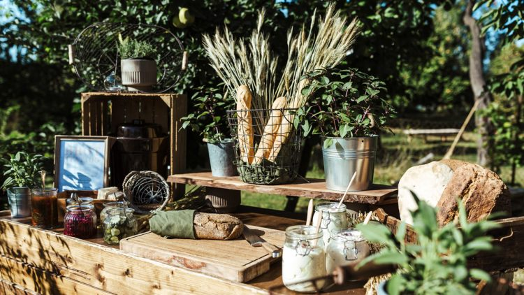Eventcatering-Buffet-mit-Brot