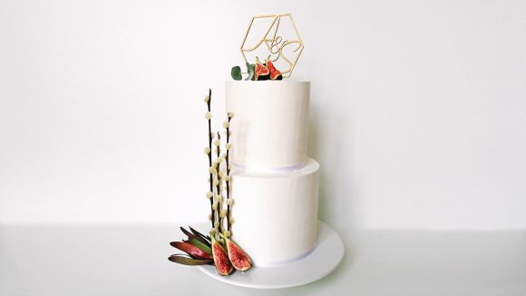 Hochzeitstorte-mit-Dekoration-weiss-Feigen