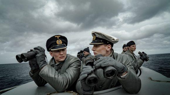 """August Wittgenstein und Rick Okon (rechts) geraten in """"Das Boot"""" aneinander. Nur in ihren Rollen versteht sich."""