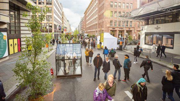 Menschen auf der Friedrichstraße