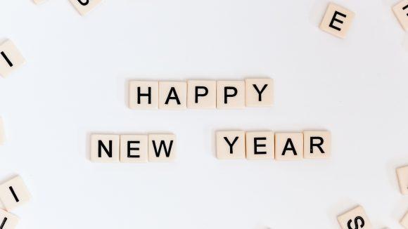 Happy New Year mit Scrabble-Buchstaben