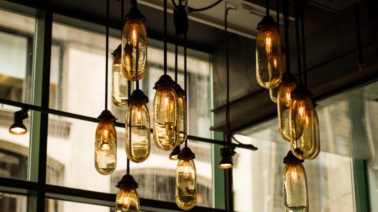 Coole Lampe mit mehreren Glühbirnen