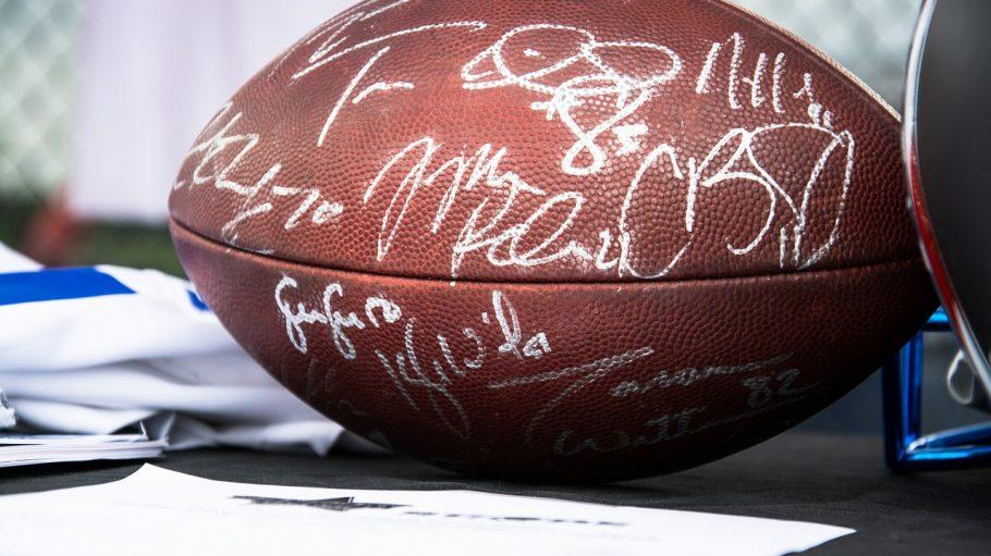 Football mit Unterschriften