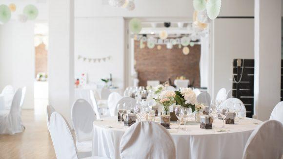 Hochzeitsdekoration weiße Dekoration