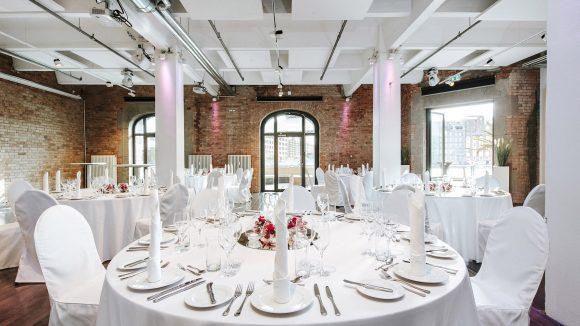 Runder weißer Tisch Hochzeit