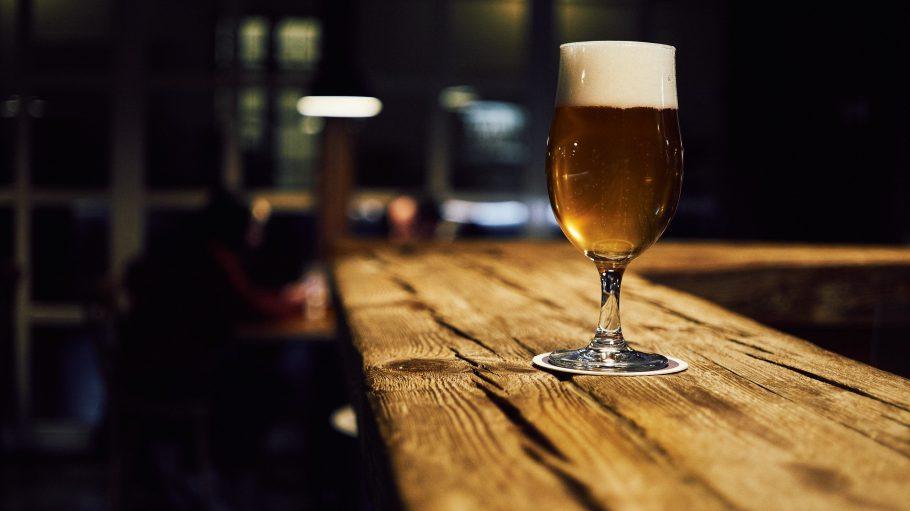 Bier auf Tresen