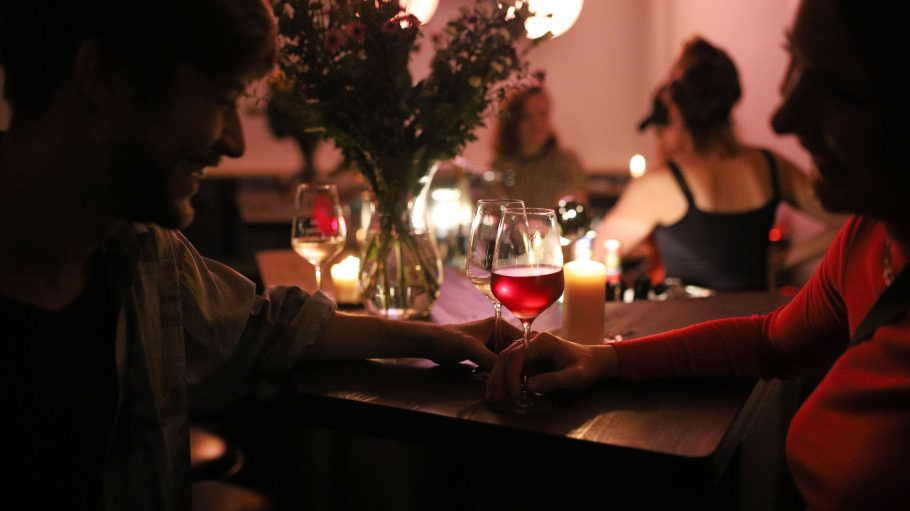 Gemütliche Stimmung in der Drei Flaschen Bar.