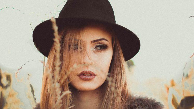 Unzufrieden mit deinem Microblading? Bei Tattoolos wirst du dein Permanent Make-up wieder los.