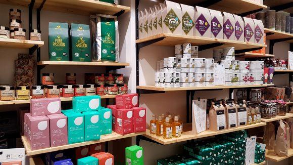 viele Produkte im Regal
