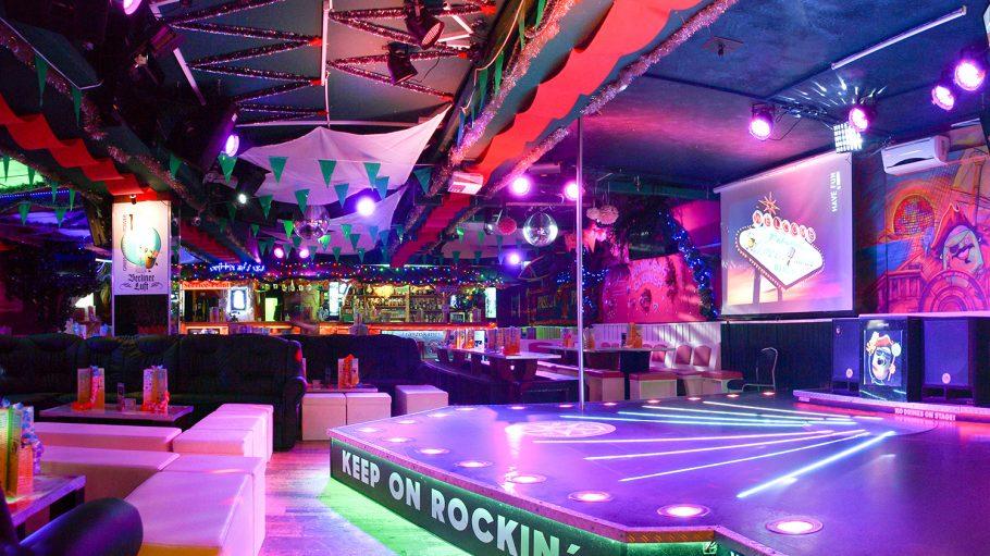 Green Mango Karaoke Bar Bühne