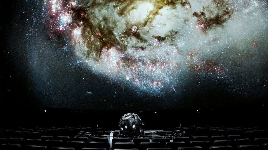 Lerne unser Universum und unsere Planeten im Planetarium näher kennen.