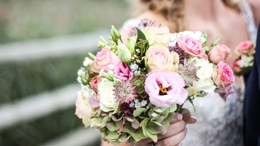 Ein Blumenstrauß für eine Braut.