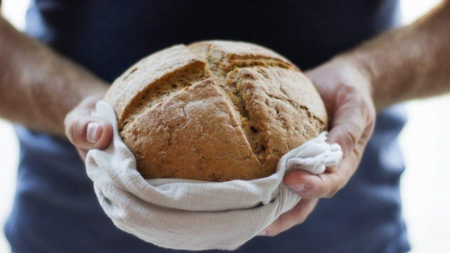 Brot in Händen