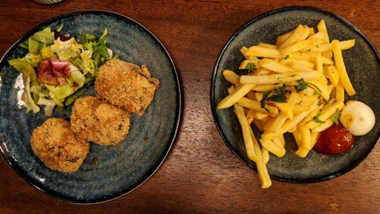 Vegane Korroke und Pommes im Restaurant Takenori.