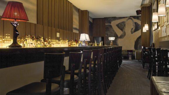 Der Tresen der Victoria Bar in Tiergarten