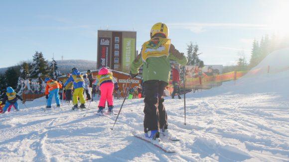 Die Skischule kooperiert mit dem Ahorn Hotel am Fichtelberg. Sehr praktisch!