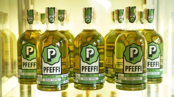 mehrere Pfeffi Flaschen